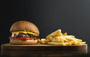 Burger et frites pendant un jeûne